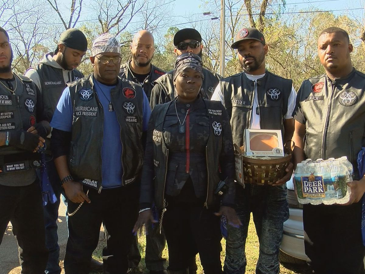 Aftermath Riders provide Thanksgiving meals to needy families