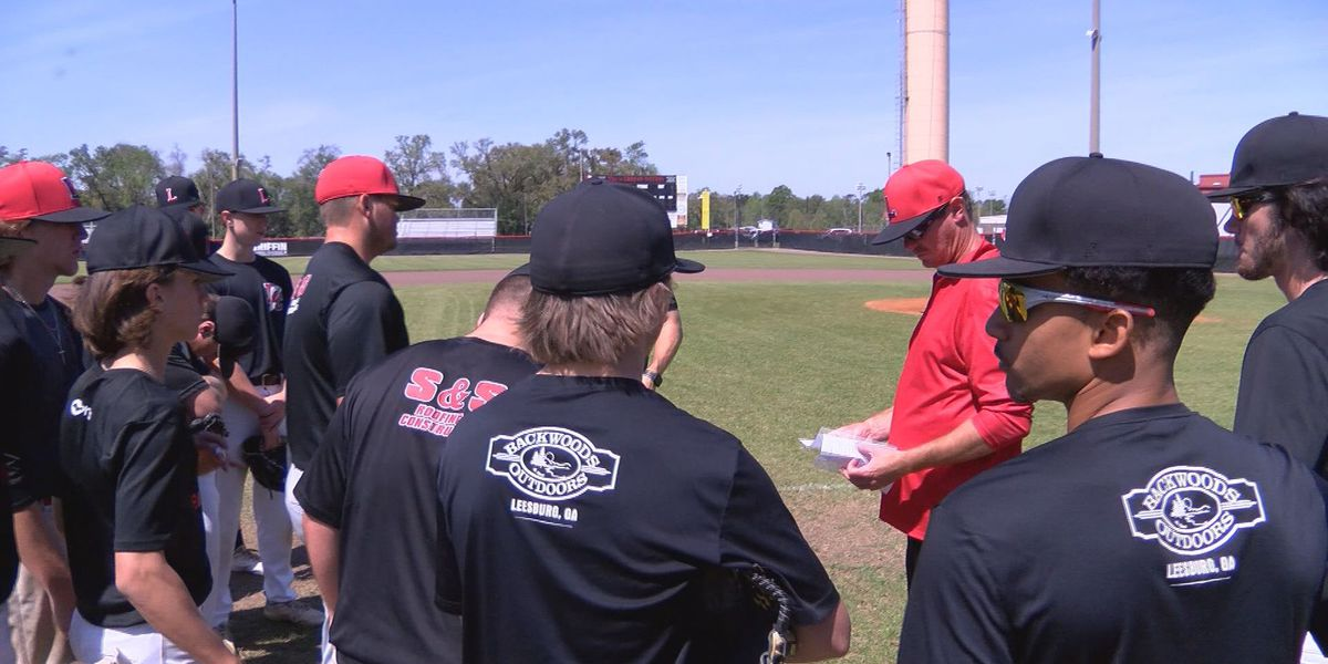 Lee County looks for sweep to lead to 2 seed