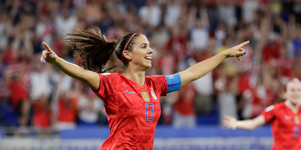 US holds on to defeat England 2-1, advances to World Cup final