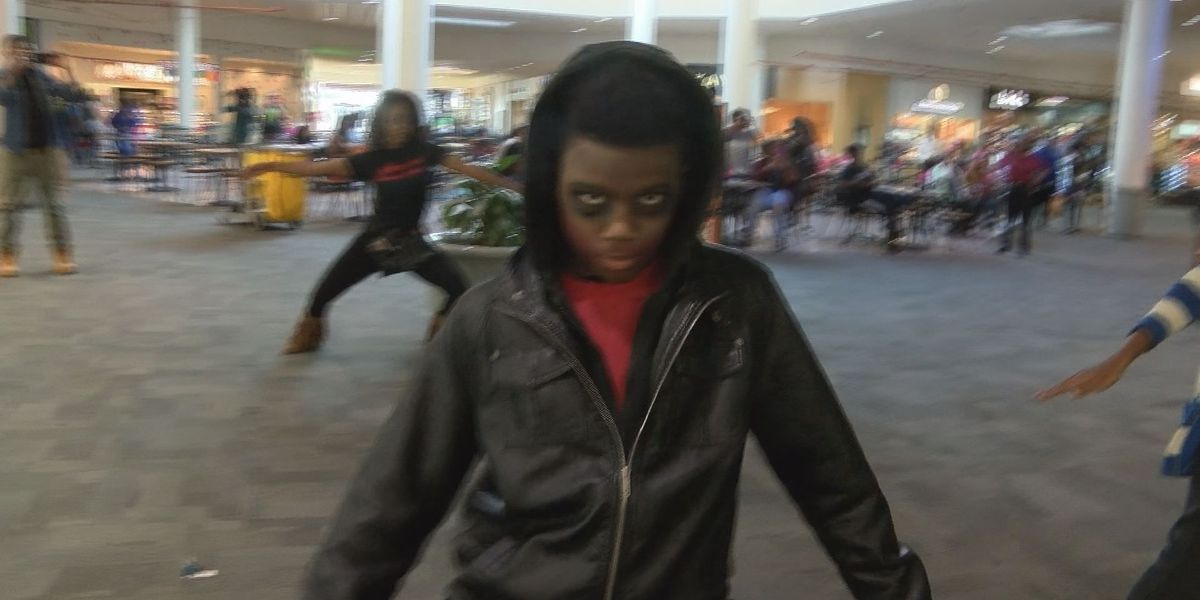 Students perform Thriller flash mob at Albany Mall