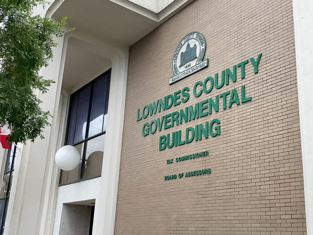 Lowndes County Tax Commissioner under investigation