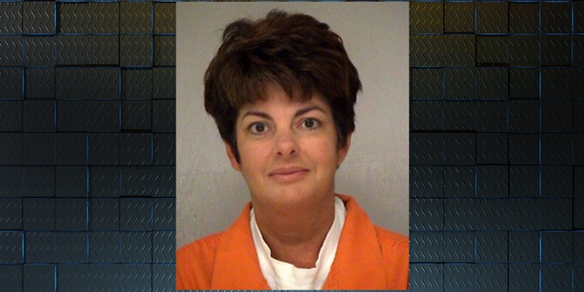 Woman who stole from Georgia doctors pleads guilty