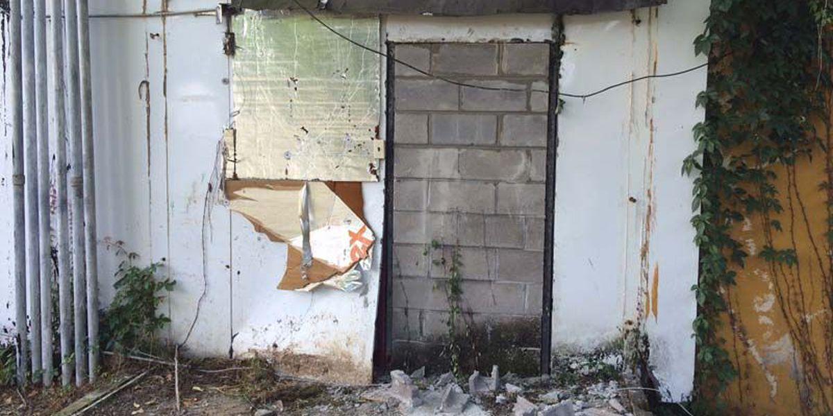 Hole-in-the-wall burglars hit liquor store