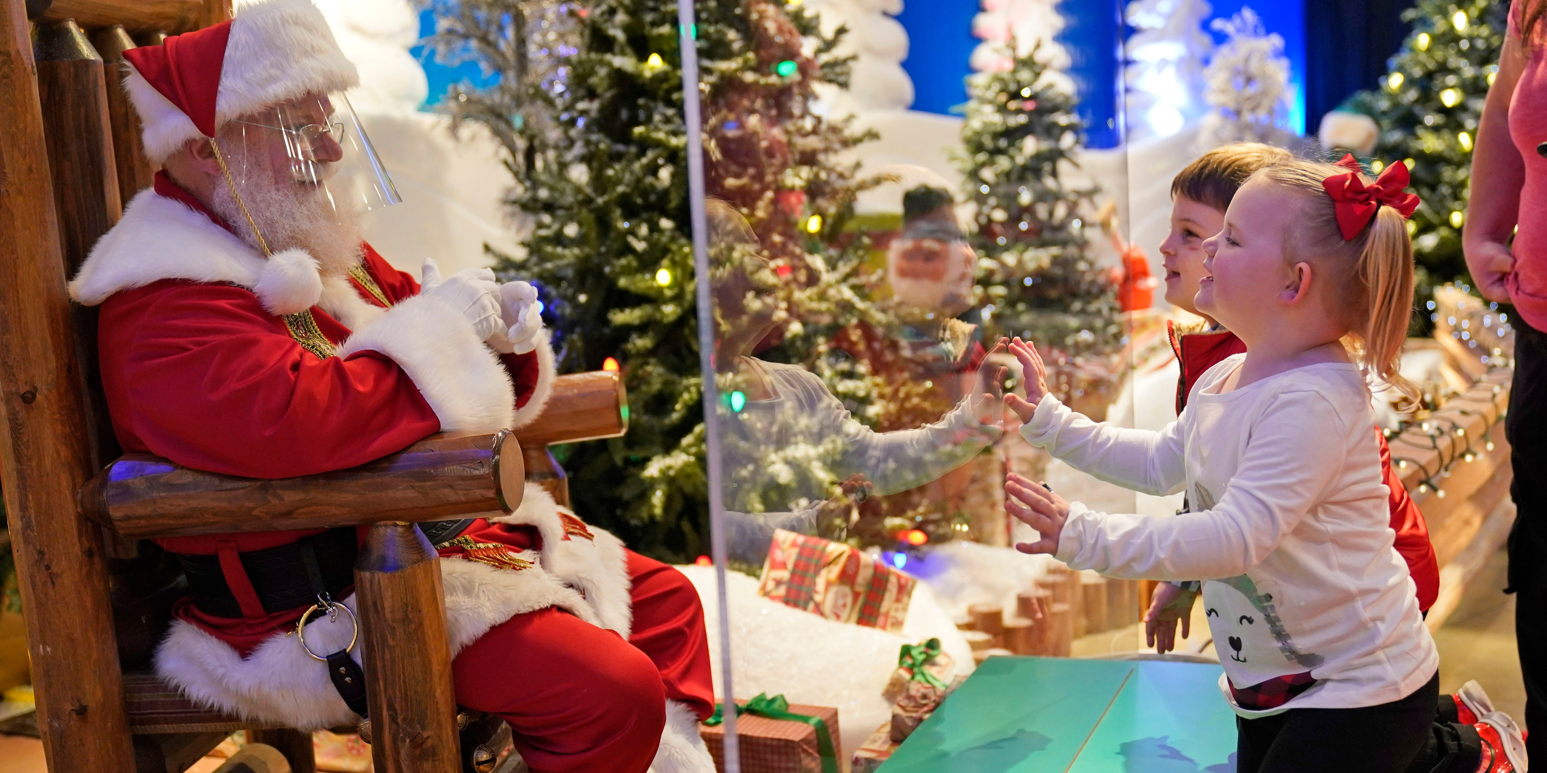 Here comes Santa Claus - with face masks and plexiglass