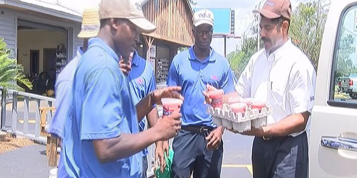 Cinnabon owner provides drinks to workers out in heat