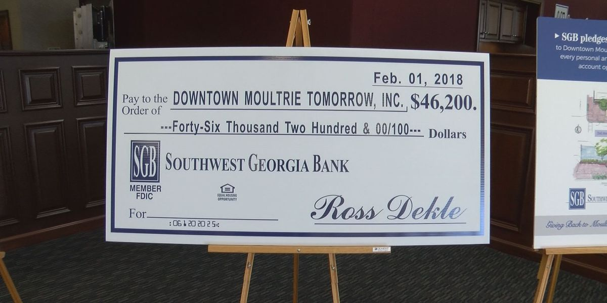 South GA Bank donates to Downtown Moultrie Tomorrow projects