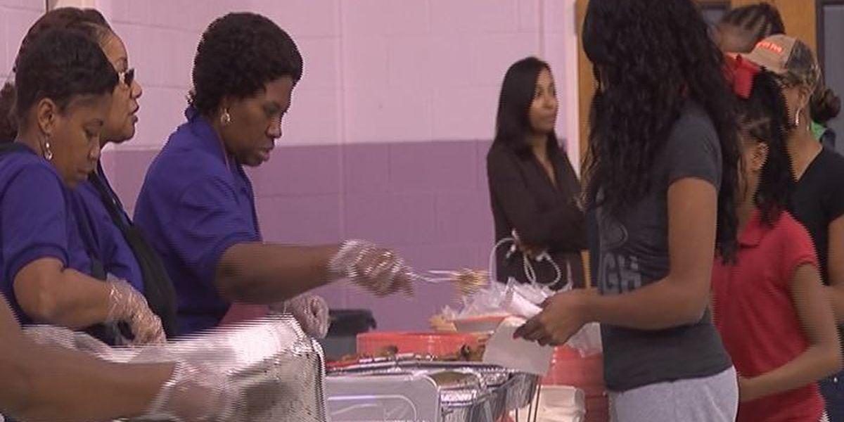 Albany church hosts Thanksgiving Dinner