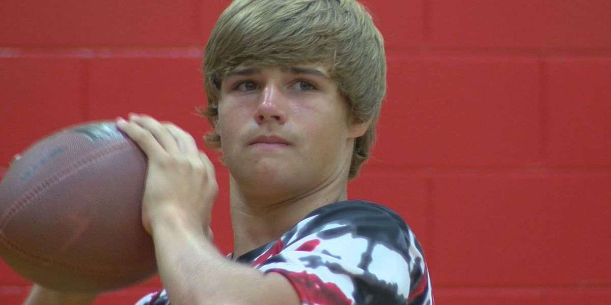 Lee Co.'s Hall attending Manning camp