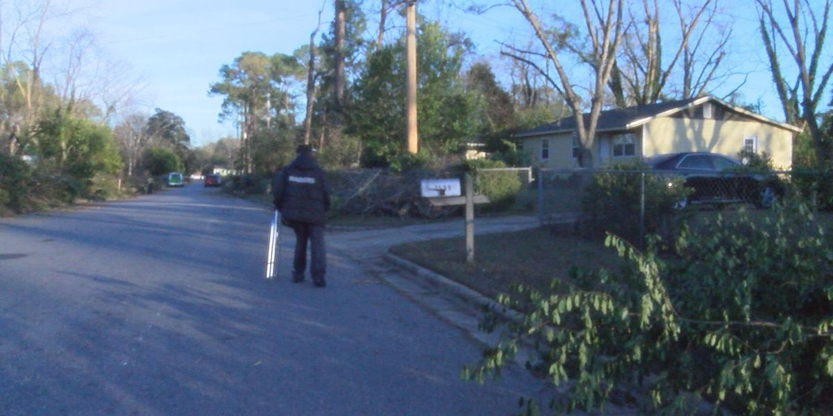 East Albany family thanks volunteers for leading storm cleanup