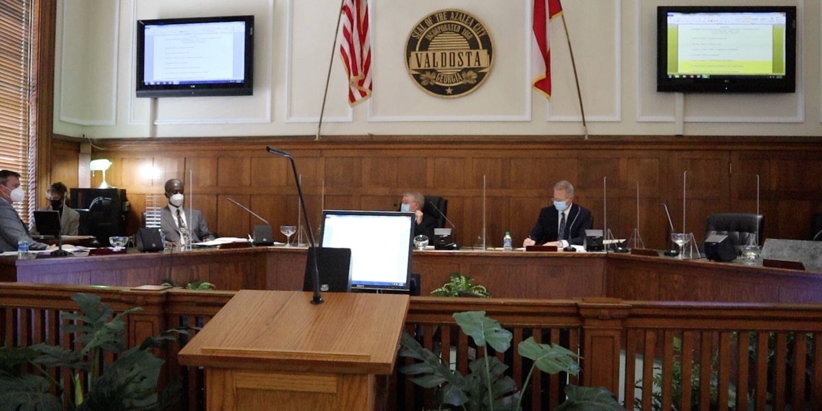 Ethics Board discuss hearing on complaint filed against Valdosta's mayor