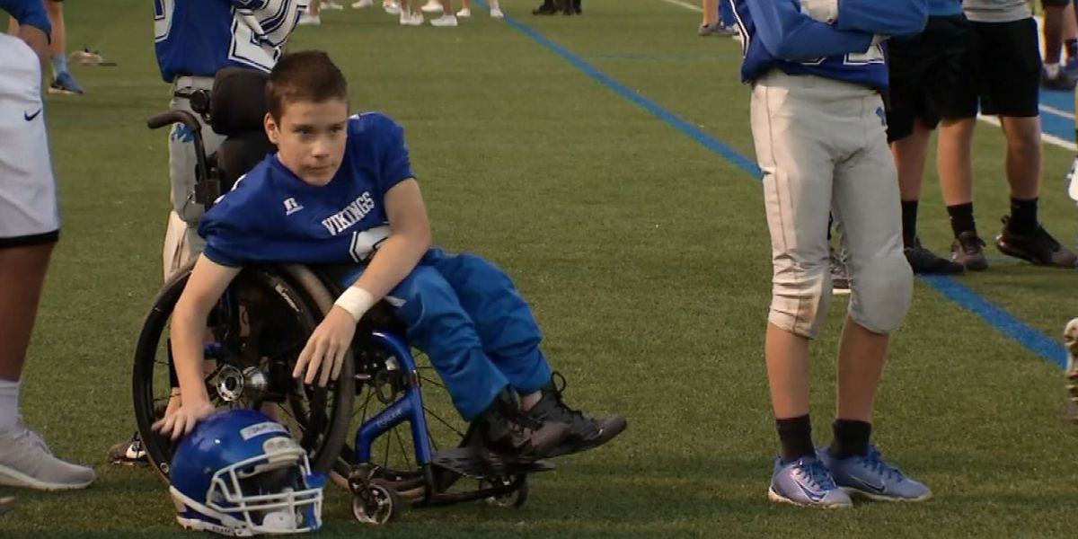 Teen in wheelchair scores touchdown with 8th-grade football team