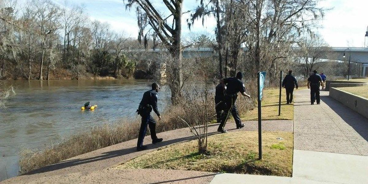 Capsized boater rescued from Flint River