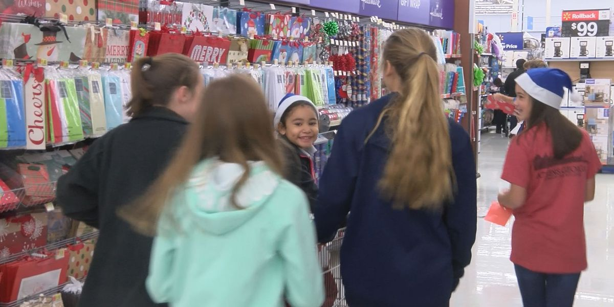 Tifton middle school students host shopping event for primary students
