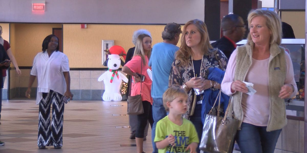 Movie theater remains open for family Christmas traditions