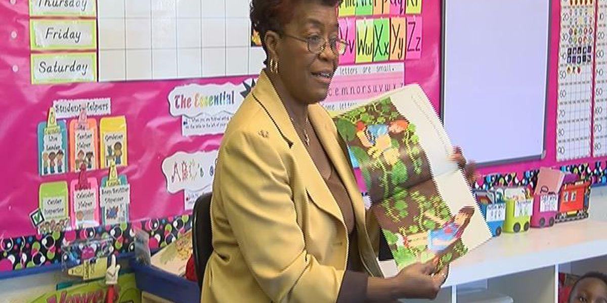 Albany Mayor reads with 4-year-olds for Pre-K week