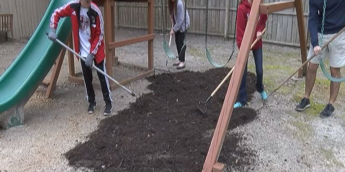 Teens give up day off to help the Lowndes CAC