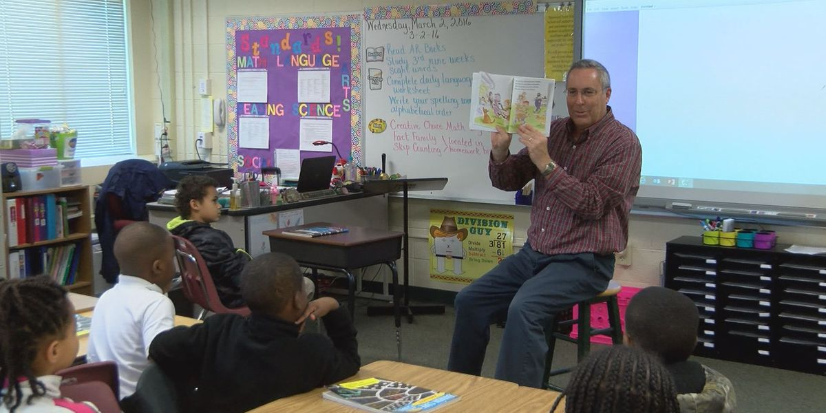 Albany students take part in Read Across America