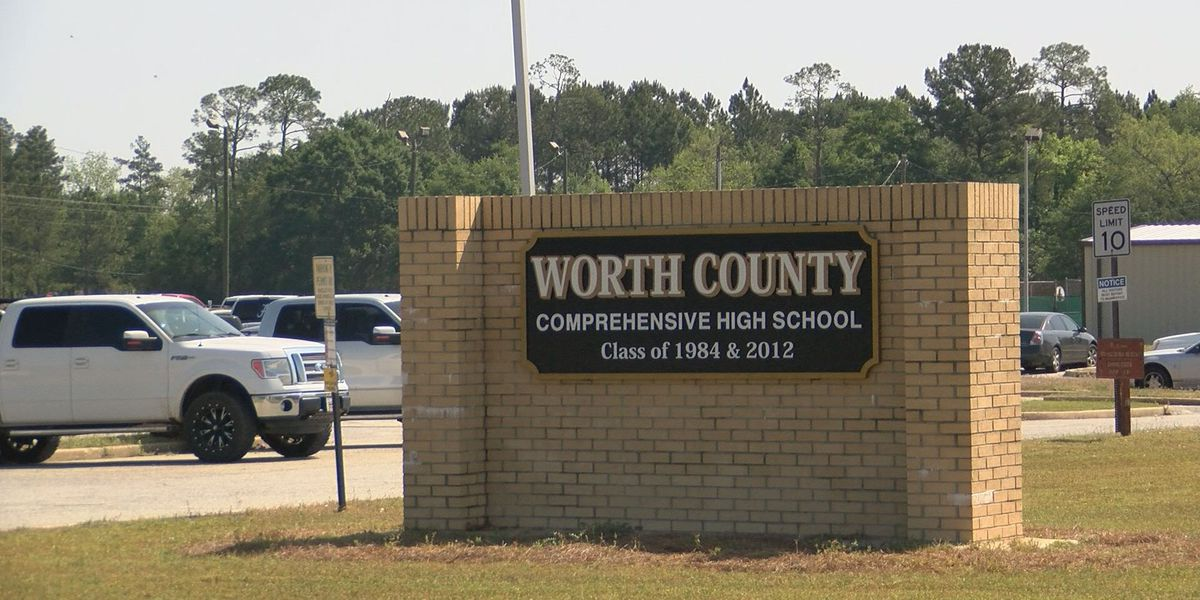 Students speak out, parents file complaints against Worth Co. Sheriff's office
