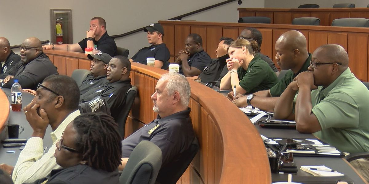 Law enforcement officers train to combat, prosecute street-gang violence