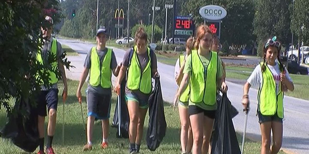 Tennessee volunteers help clean up Albany