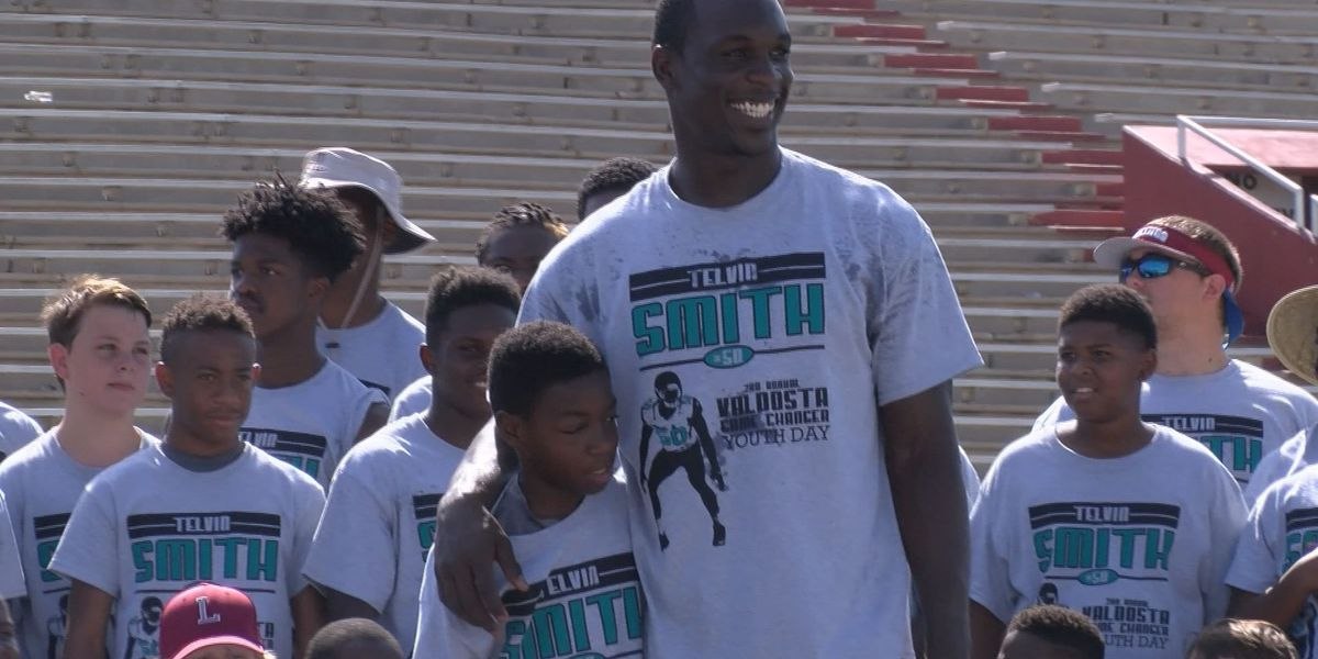 Valdosta native Telvin Smith inks 4-year extension with Jags