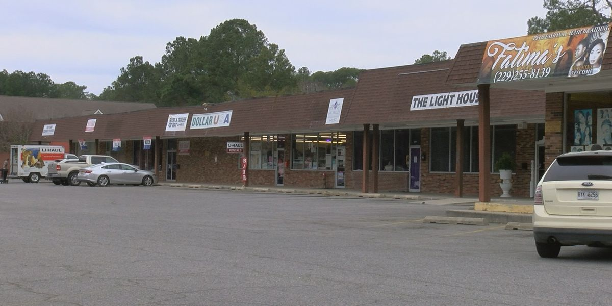 One hospitalized after robbery in Valdosta