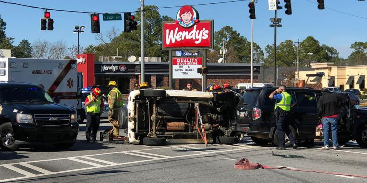 Serious wreck blocks N. Slappey traffic
