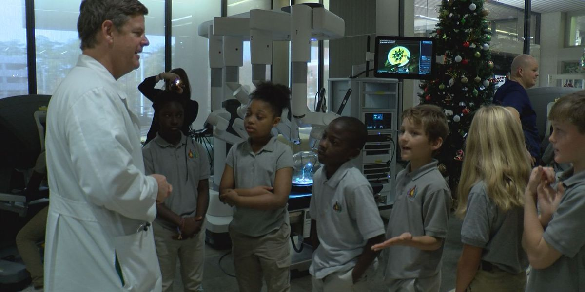 Students learn about surgical machines