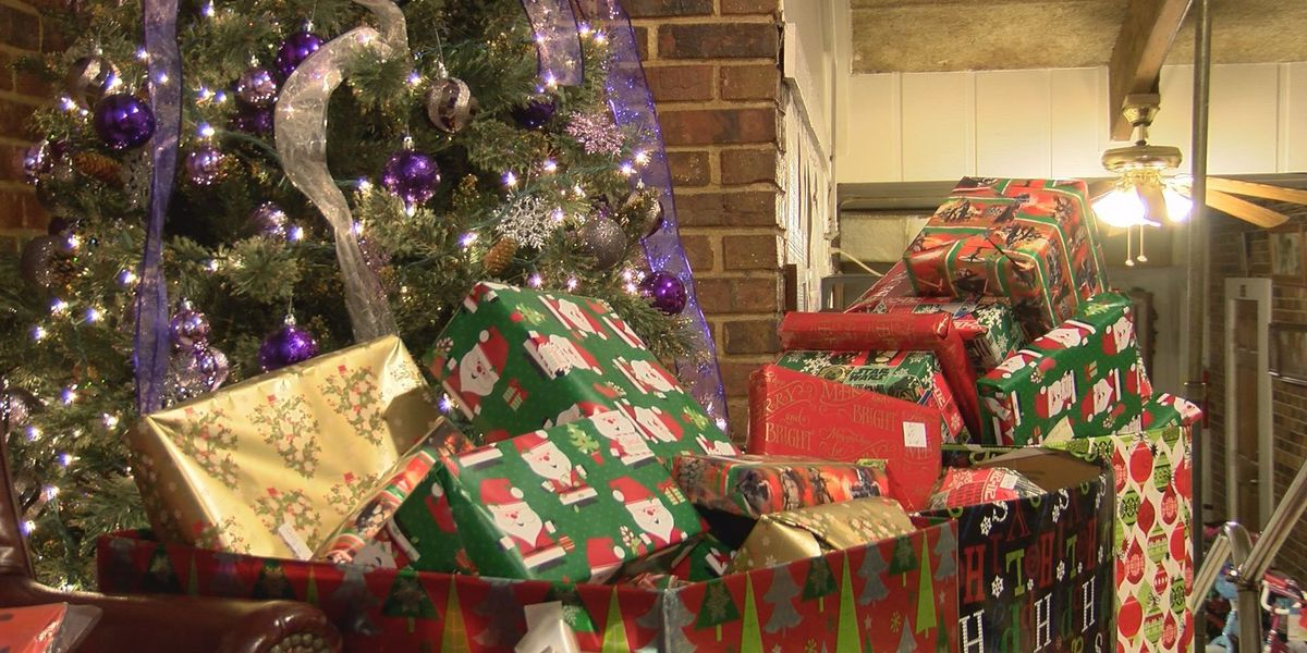 American Legion Post 512 hosts gift giveaway