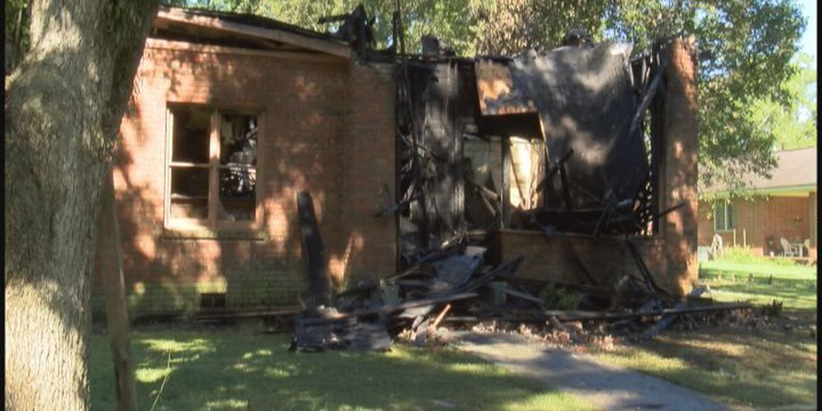 Father saves wife, 2 kids from burning home