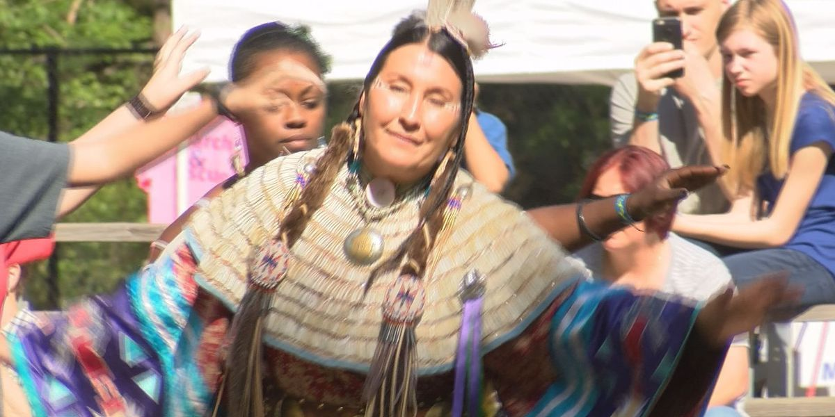 Hundreds flock to Chehaw for a look into Native American culture