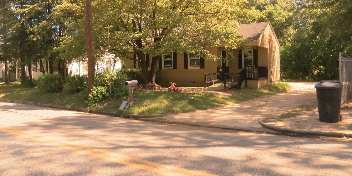 Police investigate masked gunman, home invasion in East Albany