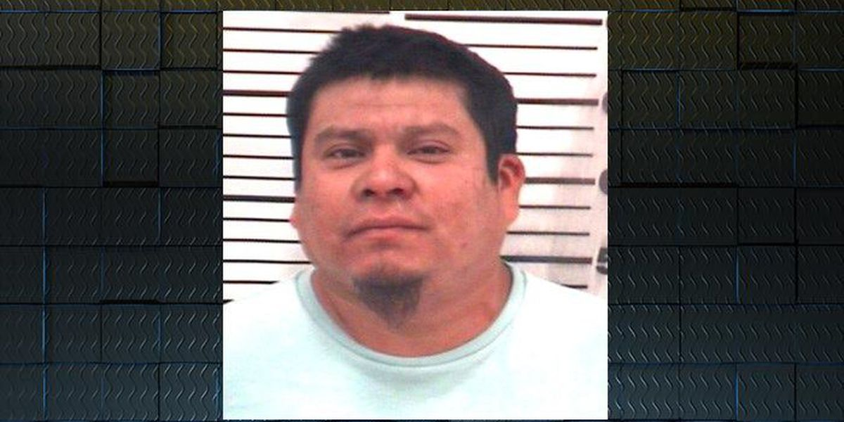 Deputies: Man attacked girlfriend in her sleep