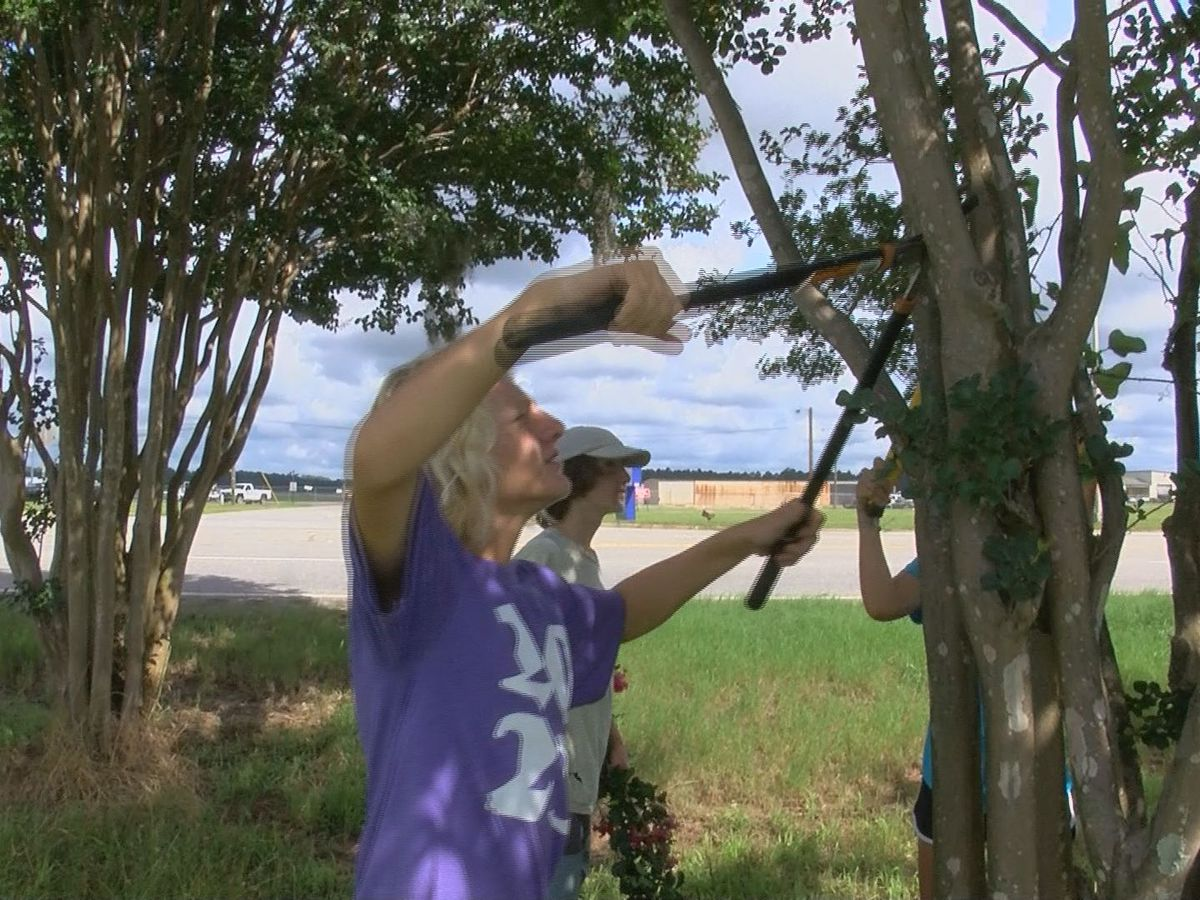 Florida teens give back by helping 'Keep Albany Beautiful'