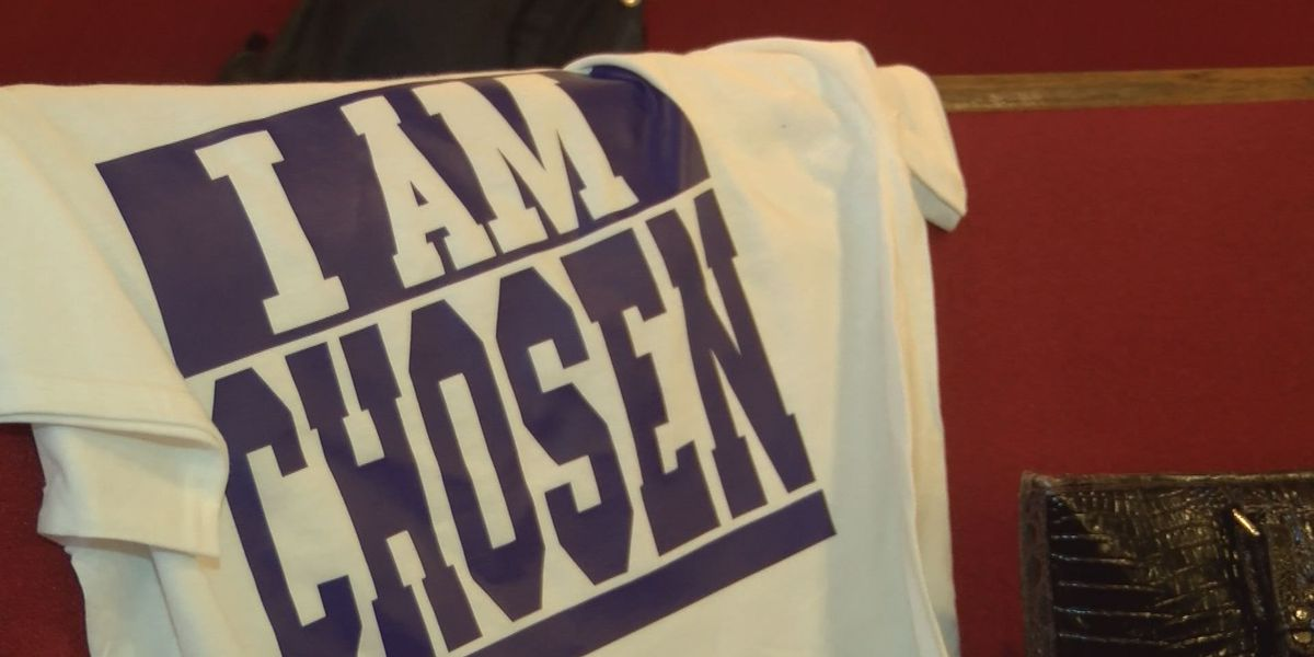 Family of 'Voice' contestant sells shirts to support Albany native