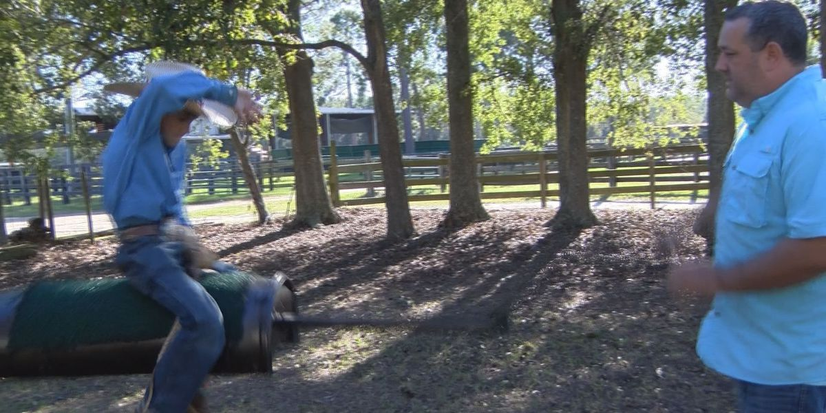 9-year-old bareback rider heads to nationals, teaches others about disorder