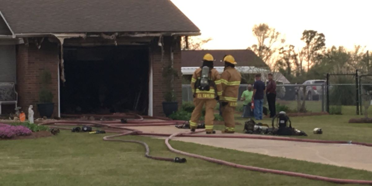 Crews knock down garage fire on Pine Glen Drive in Albany