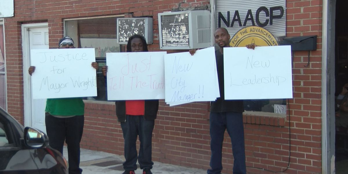 Dawson residents want change after city manager accused of paying mayor's shooter
