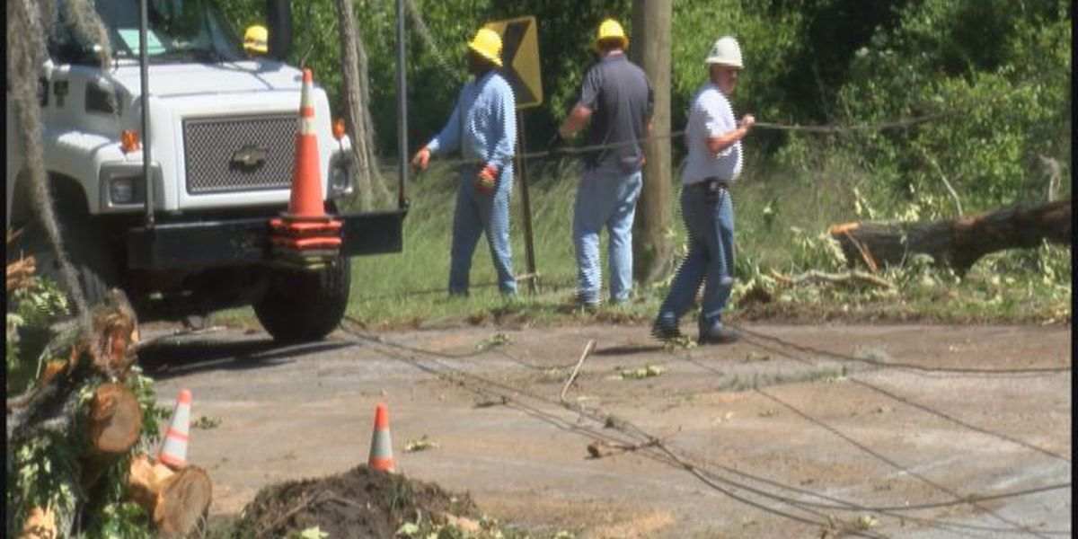 Crisp County power crews work to restore power