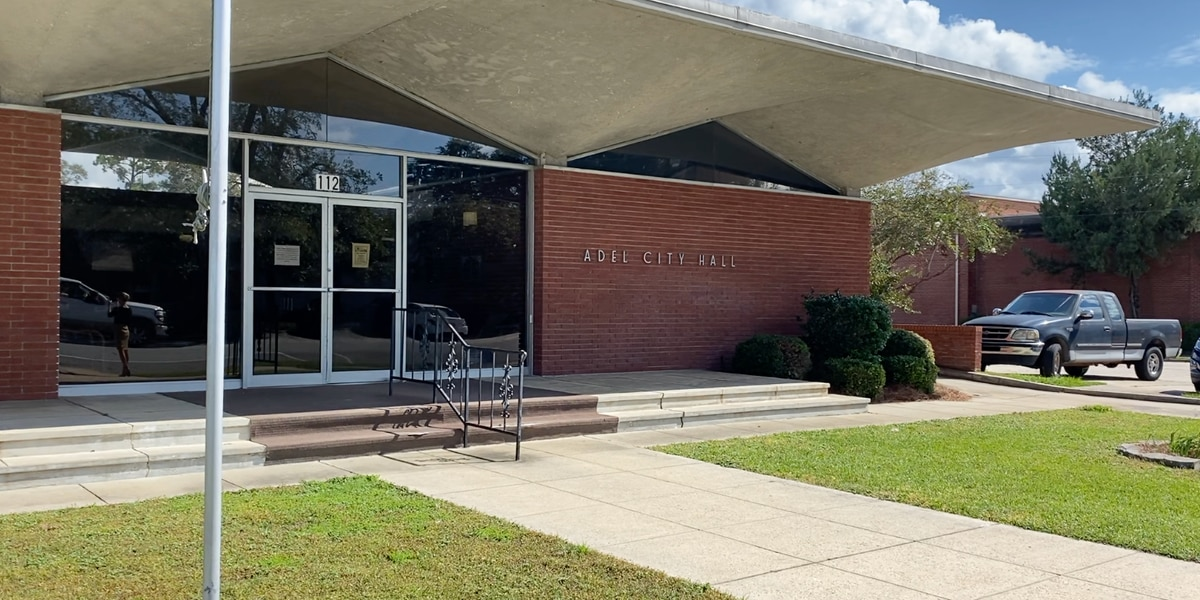 Adel mayor wants to see change after Saturday shooting injures 2