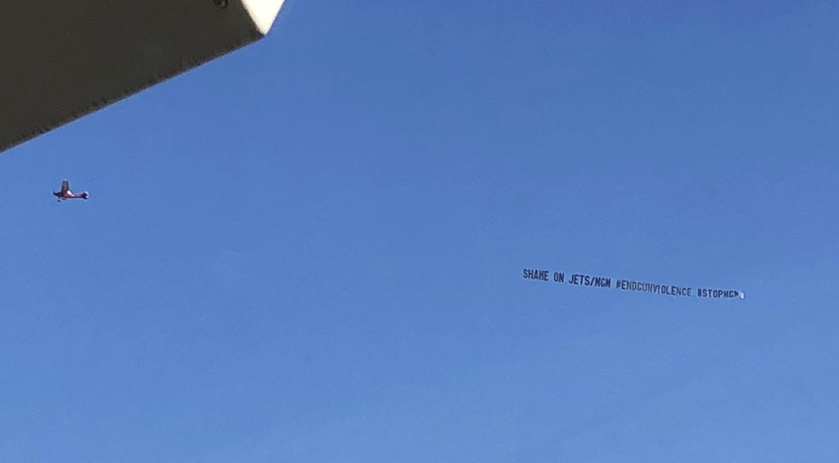 Airplane banner denounces Jets' partnership with MGM thumbnail