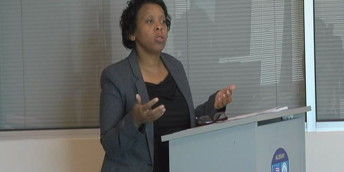 Albany residents learn about Ebola from health officials