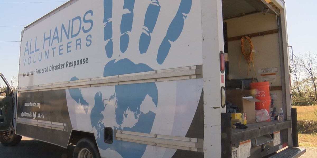 Volunteers salvage memories for families