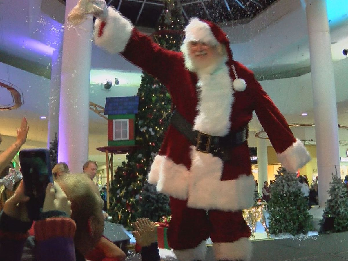 Santa Claus makes appearance at Albany Mall