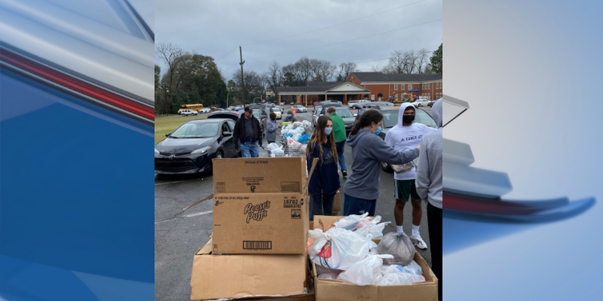 GSW student-athletes help distribute over 33,000 lbs of food for Sumter Co. families in need