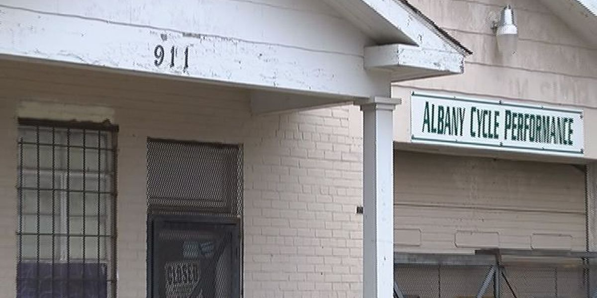 Robber bites East Albany business owner