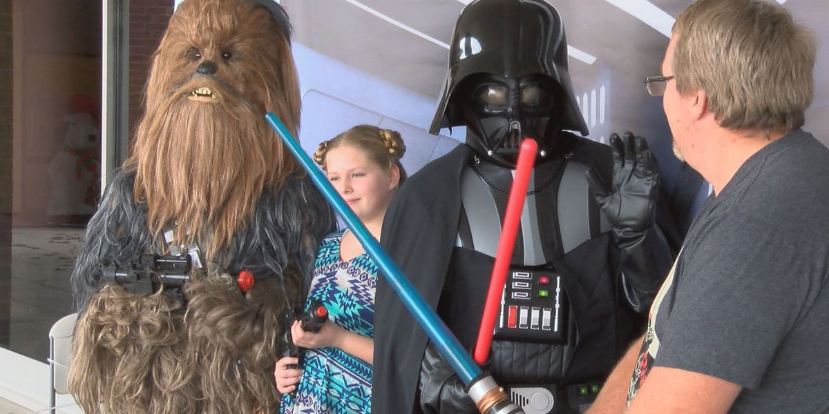 Fans snap photos with their favorite Star Wars characters