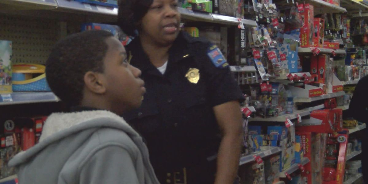 """Shop with a Cop"" makes Christmas brighter for Albany kids"