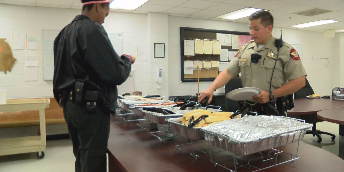 Olive Garden makes delivery to Lee Co. Sheriff's Office
