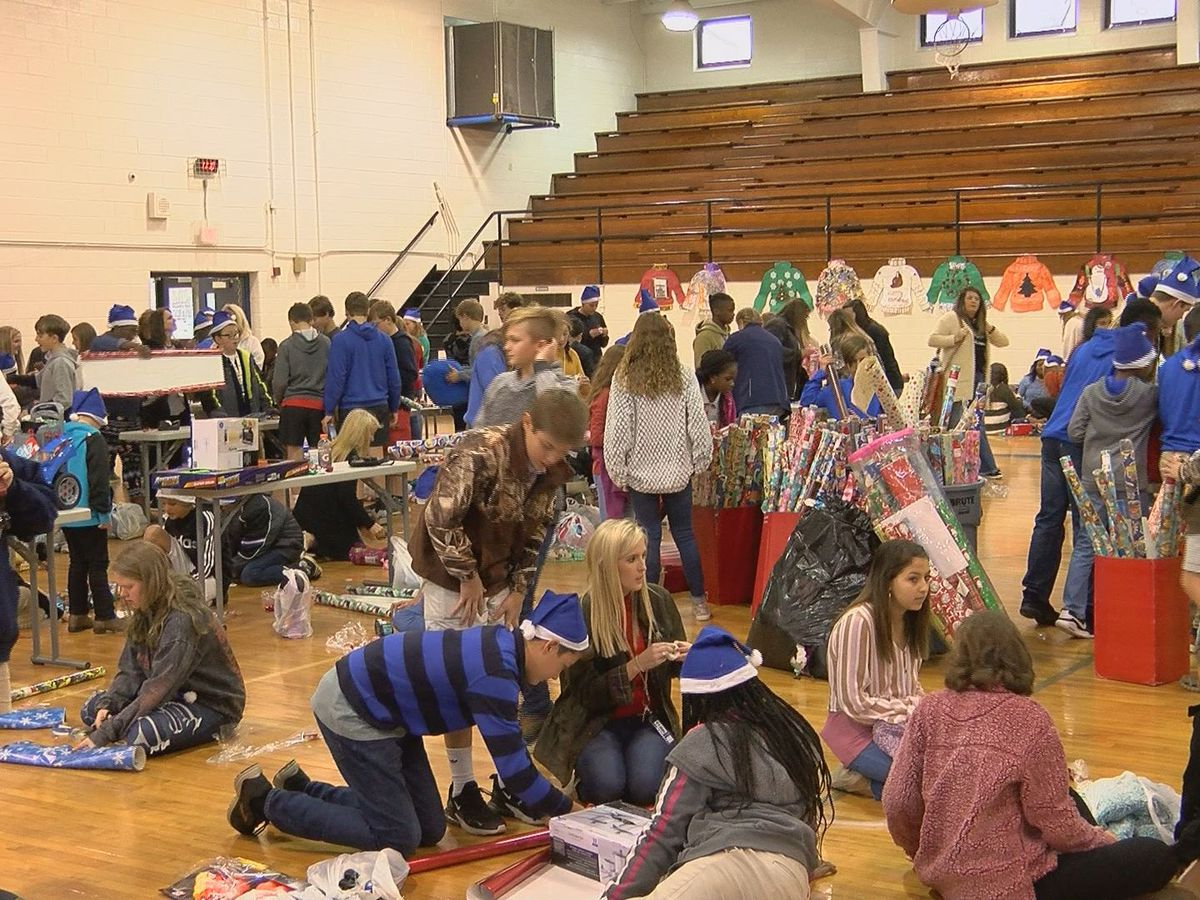 "Eighth Street Middle School in Tifton holds 4th annual ""Santa Blue Elves Day """